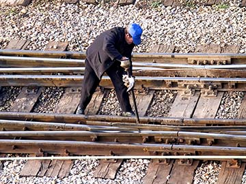 Louisiana railroad workers face dangerous conditions on a daily basis. When they are injured, a federal statute called FELA is there to provide compensation. Lake Charles FELA attorneys are experienced in handling railroad injury claims and can expertly guide you through the process to get you the money you deserve.